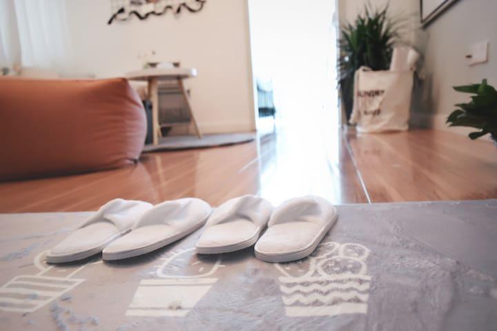 软糯糯的拖鞋,一尘不染的地板~
