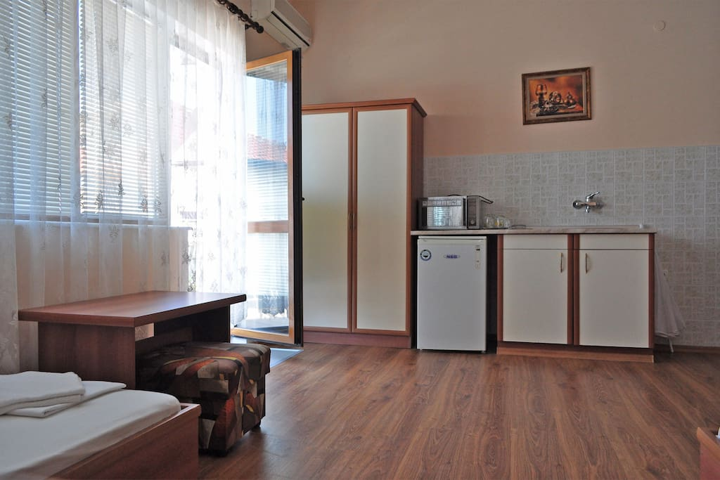 Kitchen place in Room (1) with terrace entrance