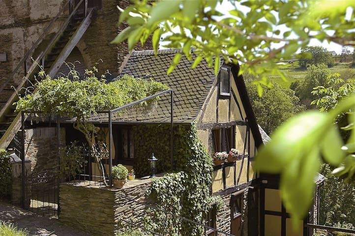 Wächterhäusschen in der 1000-jährigen Schönburg