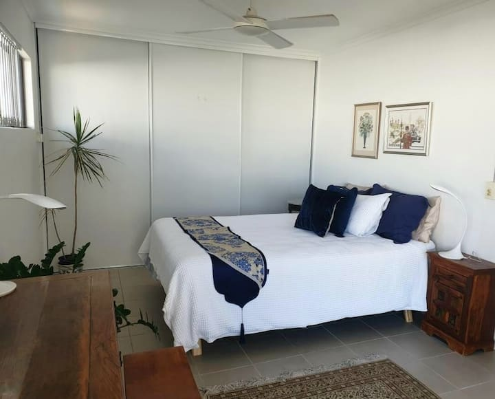 Cotton Tree - lovely unit only mins walk to beach