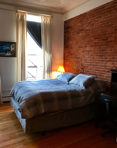 Private Spacious Studio in Downtown Northampton - Northampton - Leilighet