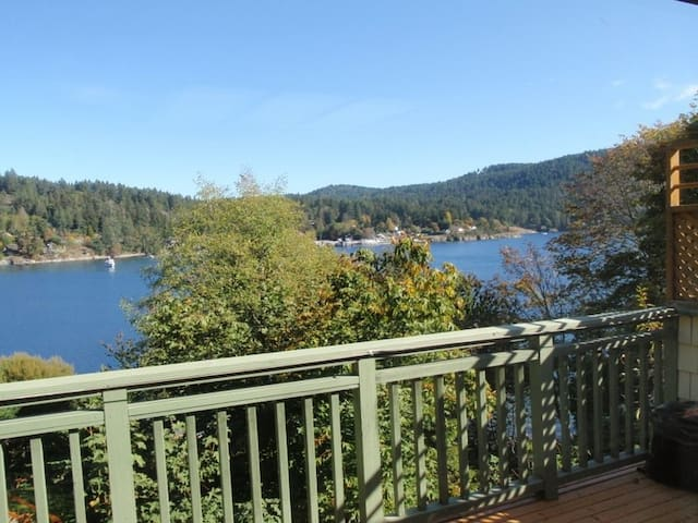 Private Oceanside on the Harbour - Salt Spring Island - Byt