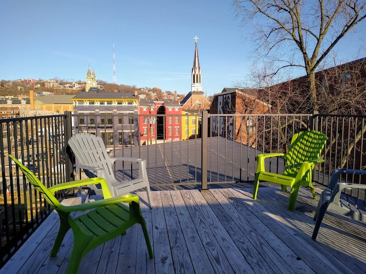 Roof top deck, it's Bootsy baby! Spacious 2-bdrm