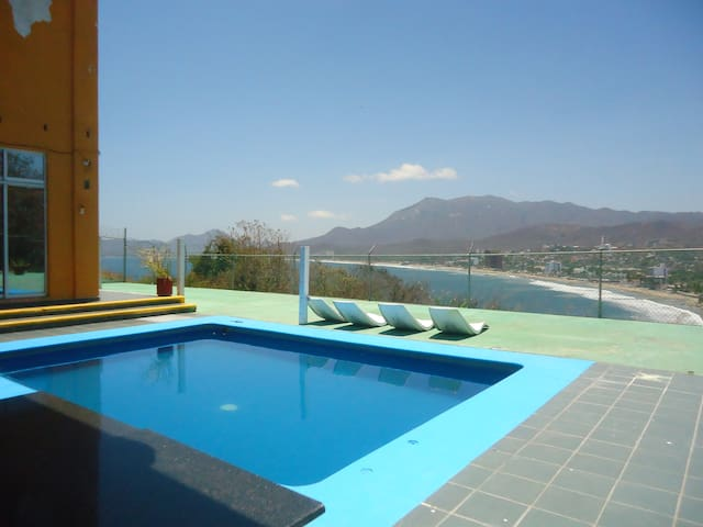 Casa Mexicana Manzanillo Hab. Economica aire acond