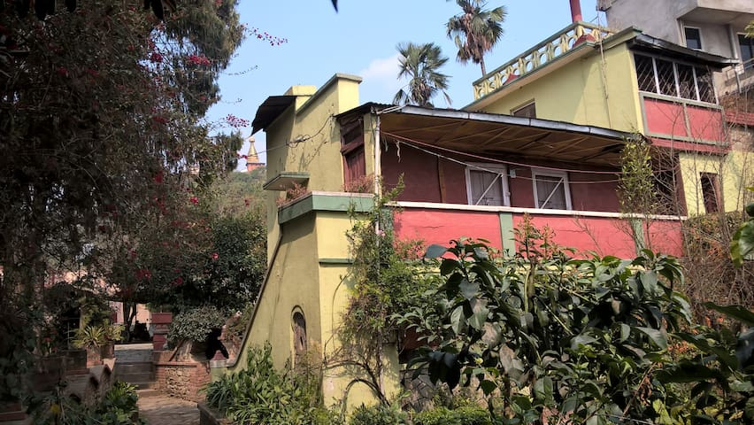 Unique, cozy and sunny house in beautiful garden - Katmandu - Casa