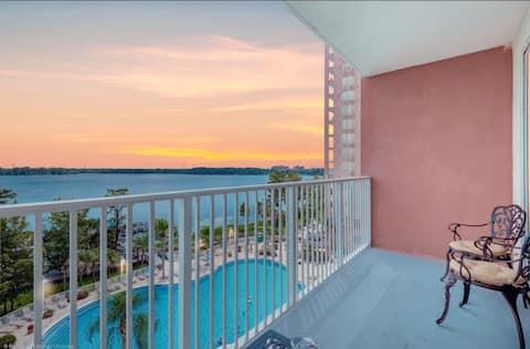 Lakefront resort apt next to Disney and Universal