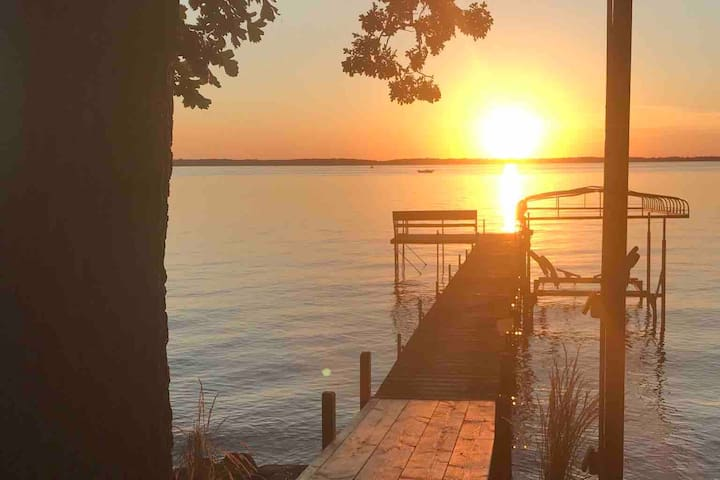 Grandpa's Family Sunset Cabin on Big Spirit Lake