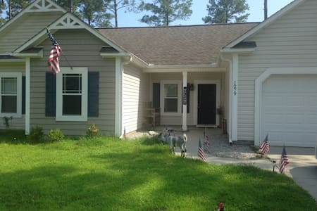 Blue Room - Master Bedroom w/ Private Bath - Jacksonville