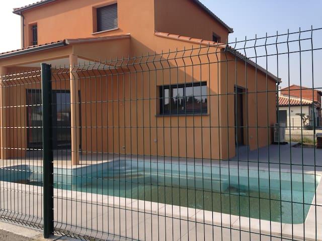 A louer chambres dans maison avec piscine. - Corneilla-Del-Vercol - House