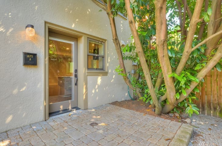 Fully Equipped Modern Private Studio in Fremont