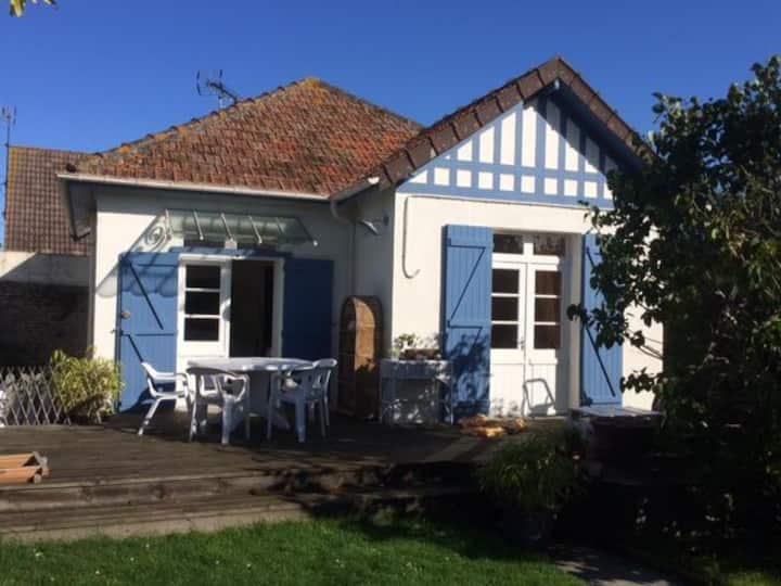 Petite maison  en bord de mer avec jardin