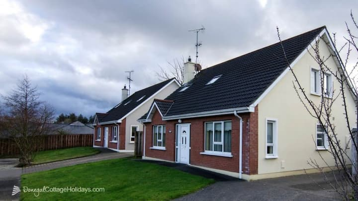 Home from home in Buncrana - Sleeps 10 - FREE WiFi