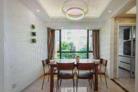 Good lighting window - Leesburg - Apartment