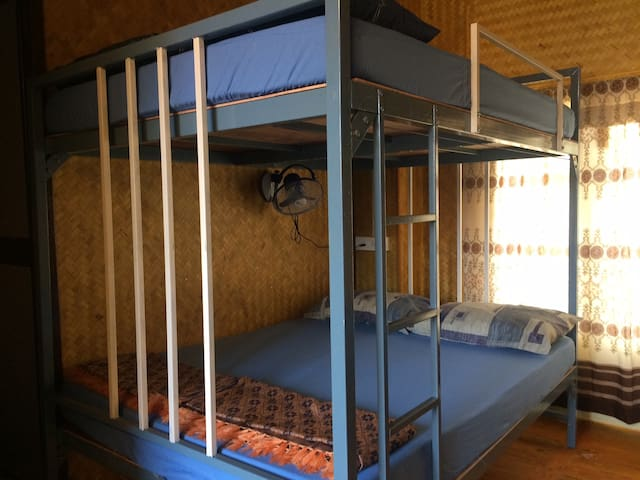 Bamboo Hut Dorm Double Bed & Sea View Upper Deck - Alappuzha - House