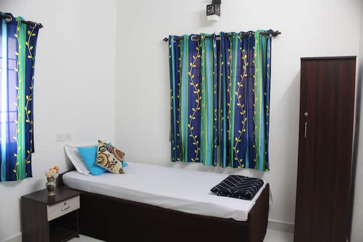 Pocket Friendly Budget Room/Longstay/Porur/Airport