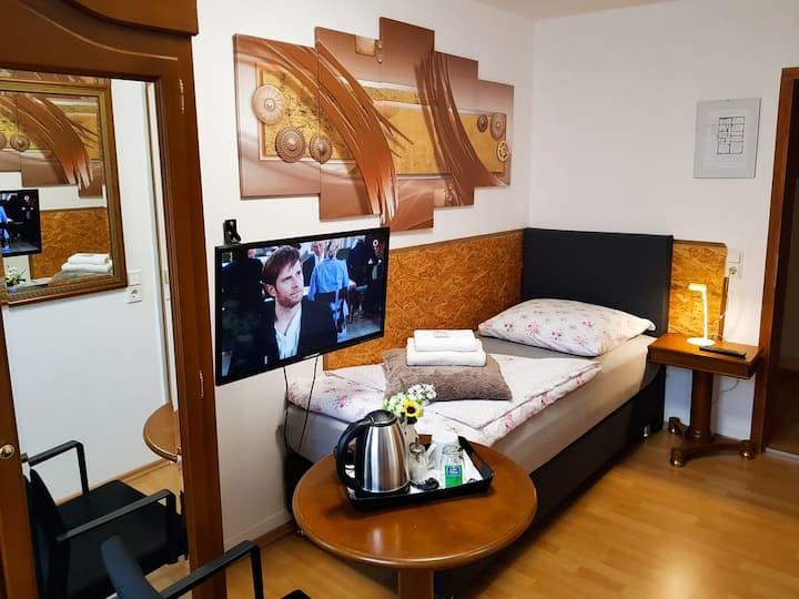 Hotel Gasthof Mohren, (Hechingen), Einzelzimmer mit Dusche und WC