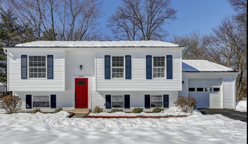 Entire Home in the heart of Reston! - Herndon - Haus
