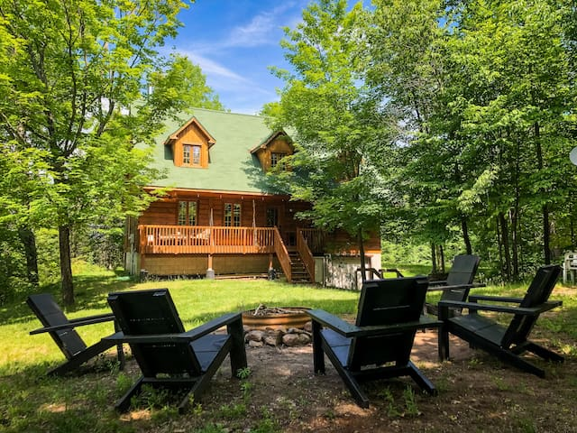 The Heartwood Lodge: A Private Lakeside Retreat