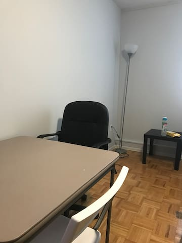 Yonge and Eglinton : Private room Short Term