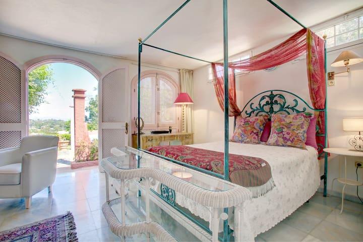 Studio 10 mn walk Puerto Banus, beach, jacuzzi !!