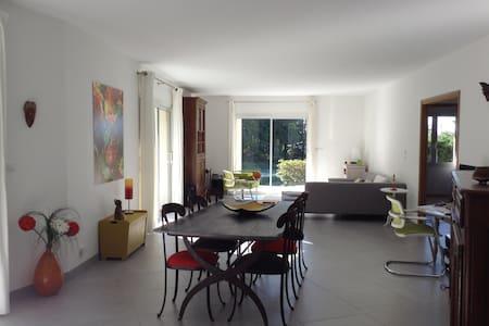 chambre belle décoration 300 m lac - Vaudreuille