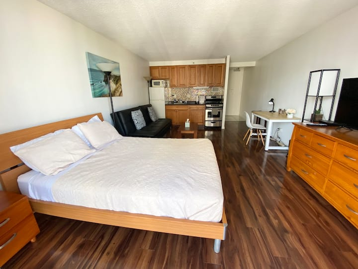New Waikiki Central Ocean View Queen bed Parking