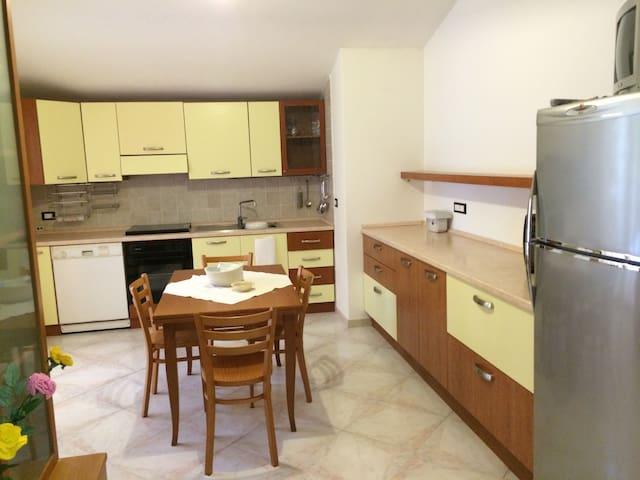 Grande Affascinante appartamento - Fanano - Hus