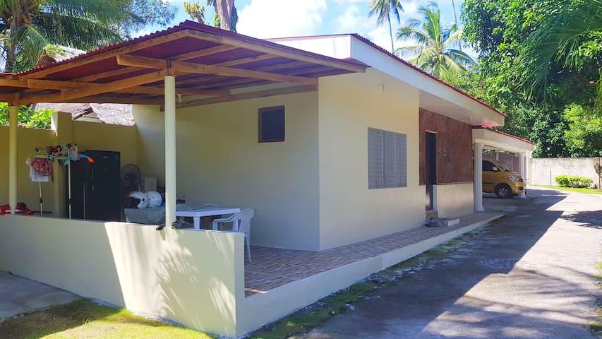 Ginas Beach House 1