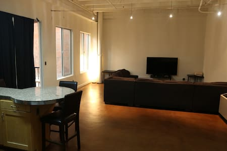 Private Luxury Loft DTLA! •Rooftop•Pool•Jacuzzi•