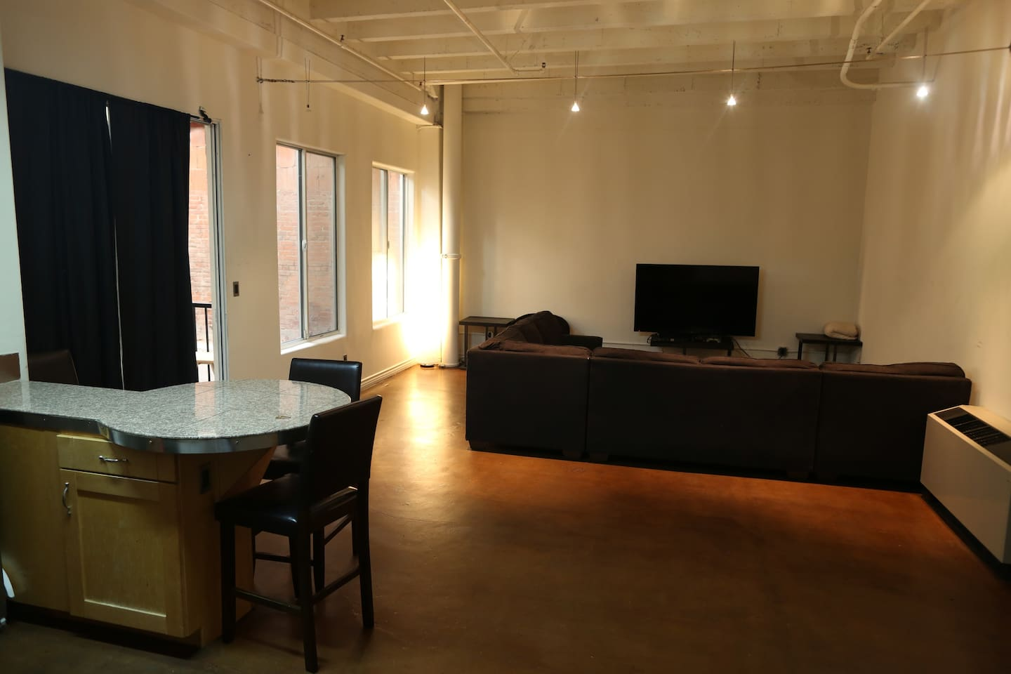 Spacious Living Room With Large Sectional Couch, 65'' Tv with Playstation 4, Wifi + Cable!
