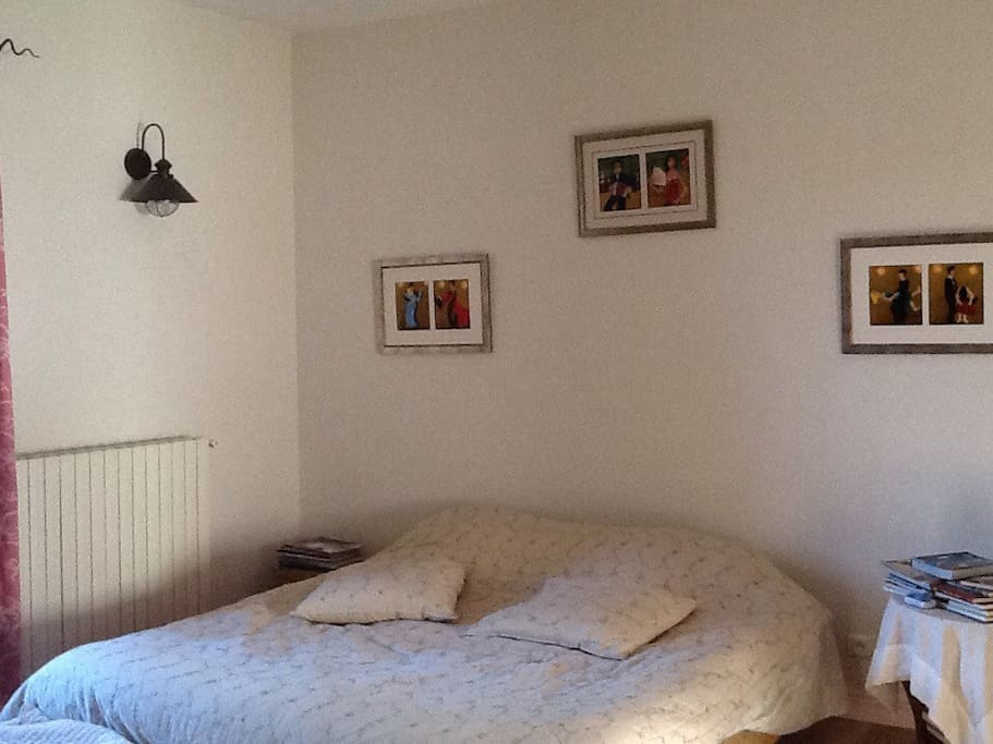Chambre dans ancien presbyt re bed and breakfasts for for Chambre a part couple
