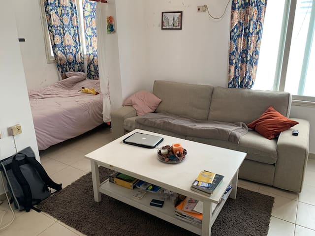 TLV Studio Apartment- 3 minute walk to the beach