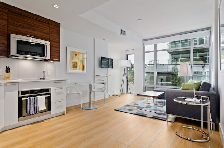 Lido One Bedroom Condo by Ostays - Calgary - Apartment