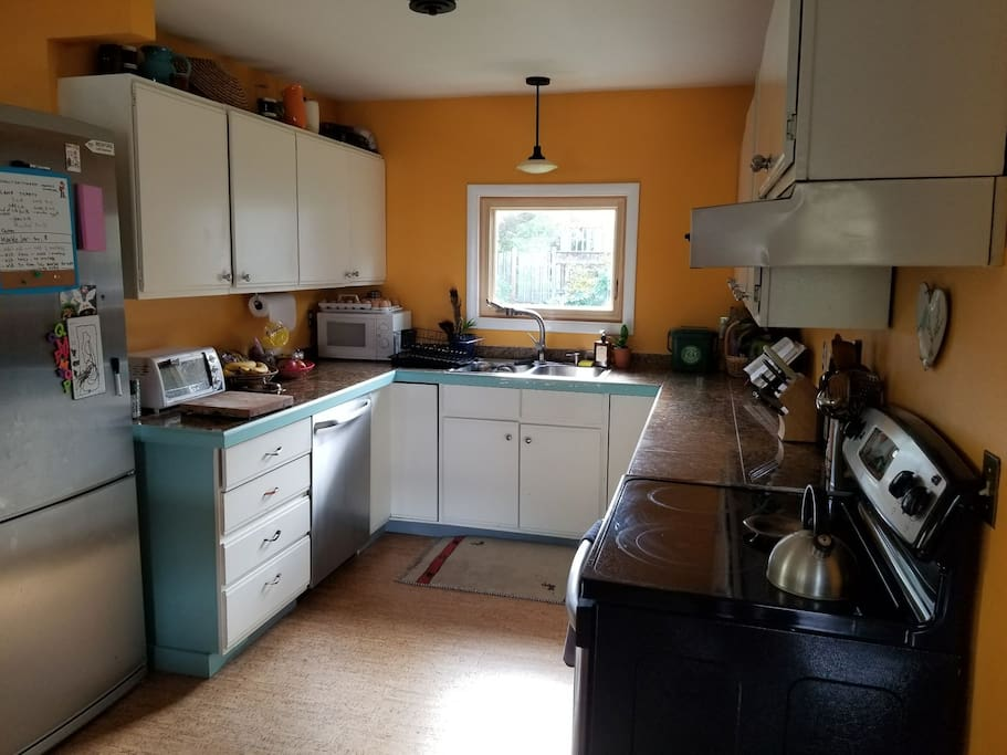 kitchen fully equipped and functional.