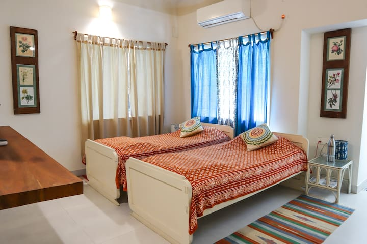 5/4 - Ace Room in Ballygunge