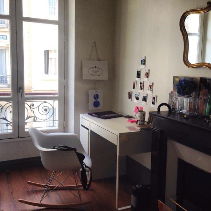 Chambre salon avec bureau