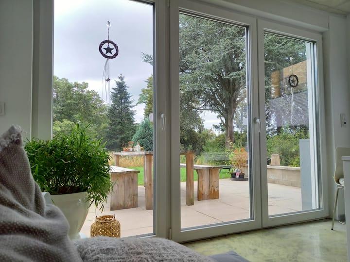 Modernes Studio mit eigenen Eingang und Garten