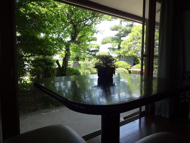 Traditional Japanese garden with breakfast / WIFI - Higashihiroshima-shi - Hus