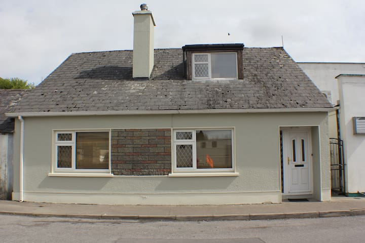 Millstreet Townhouse Swinford - Swinford - House
