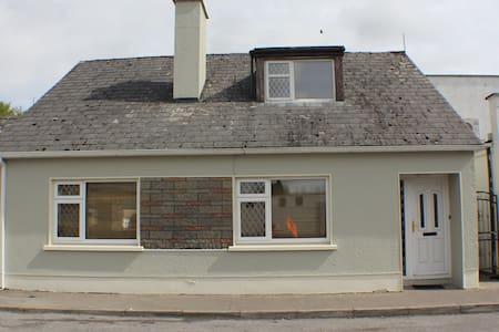 Millstreet Townhouse Swinford - Swinford - Дом