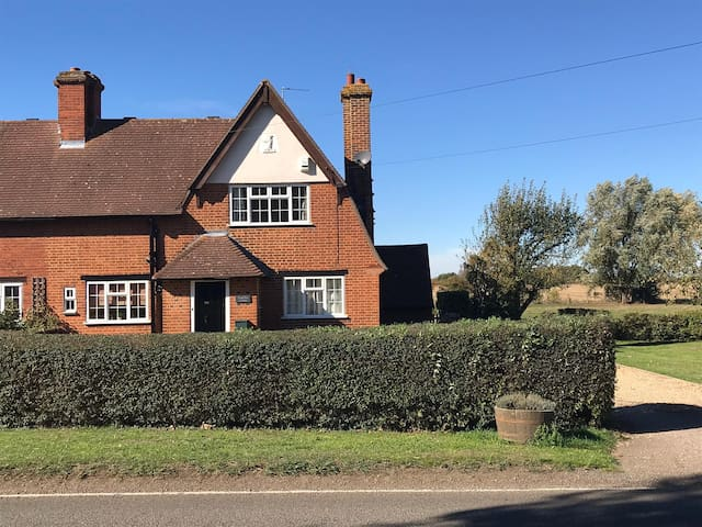 2 Bed Semi Detached Cottage, Henlow