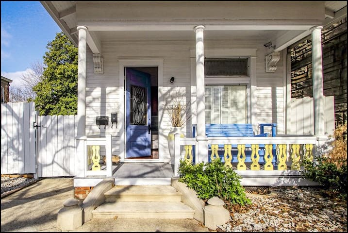Historic Gem Downtown NEW ALBANY Walkable & Cozy