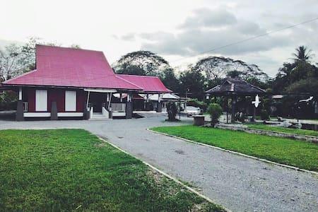 Lamanda Homestay & Event Venue - Hus