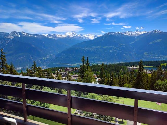 Ski-in Ski-out. Amazing view. Cosy interior - Montana