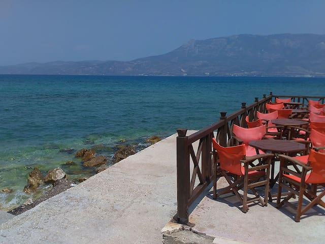 First line to the beach at the low price - Korinthos - Appartement
