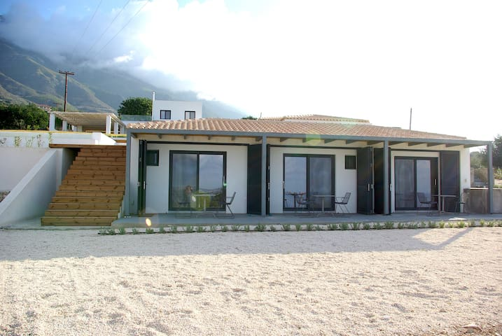 Kefi Spitia Guest House, 2 independant rooms for 4