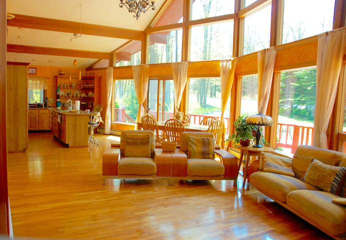 Amazing Pocono Chalet **POOL ** Privacy **Beach** - Tafton - Casa