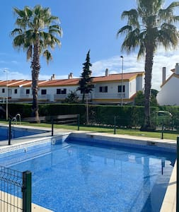 2-floor house in golf course, 300m from beach