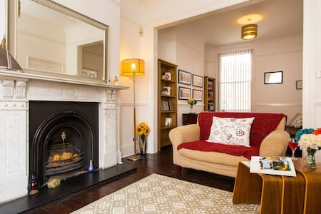 Charming 4BR Victorian Home in Sydenham - Londres - Casa