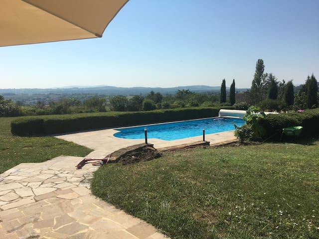 Villa Beaujolaise avec Piscine proche Lyon
